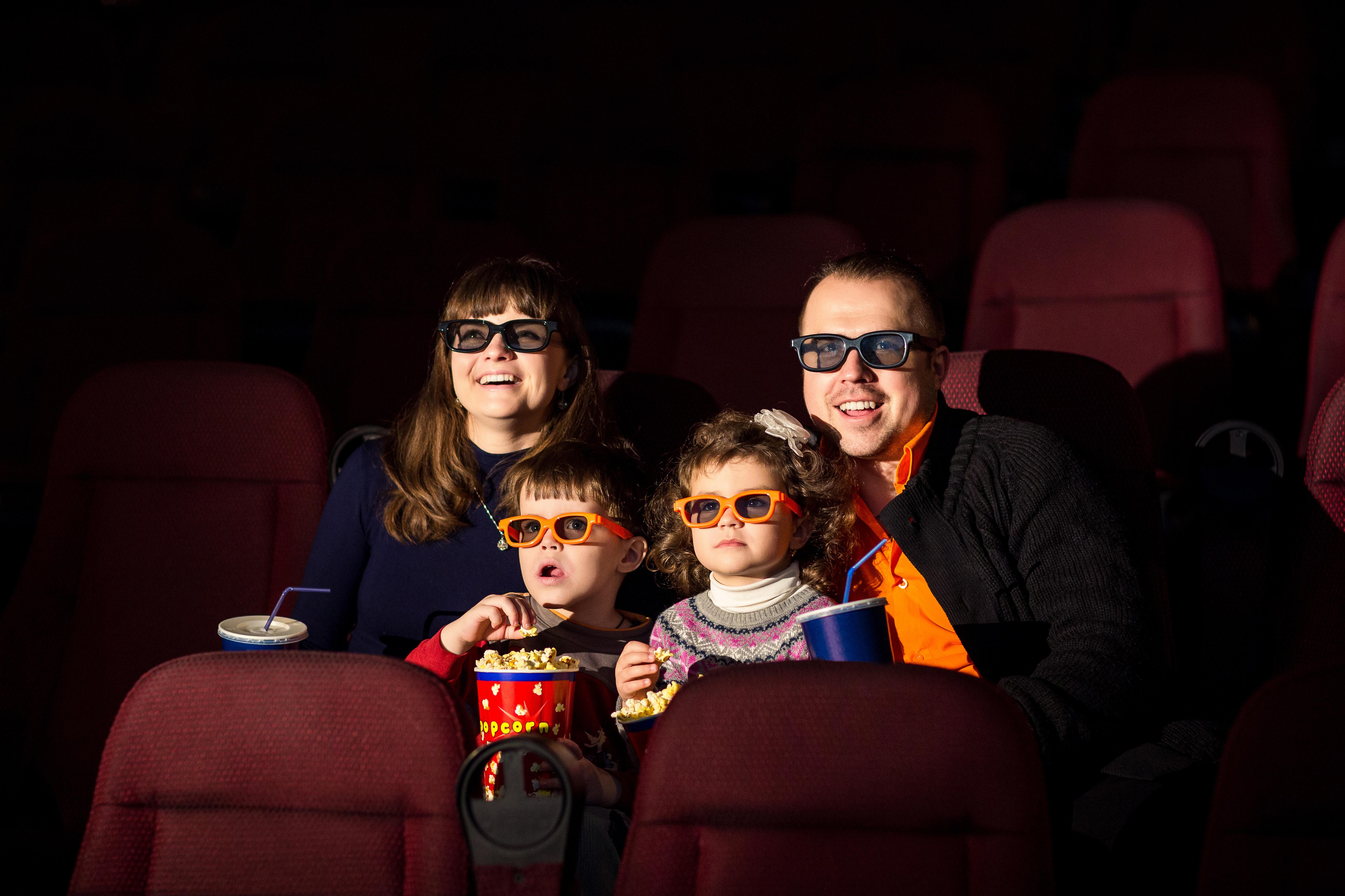 Forsidebilde - Familie på 4D kino